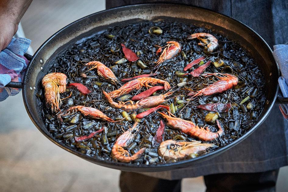 Fideuá negra y de frutos del mar