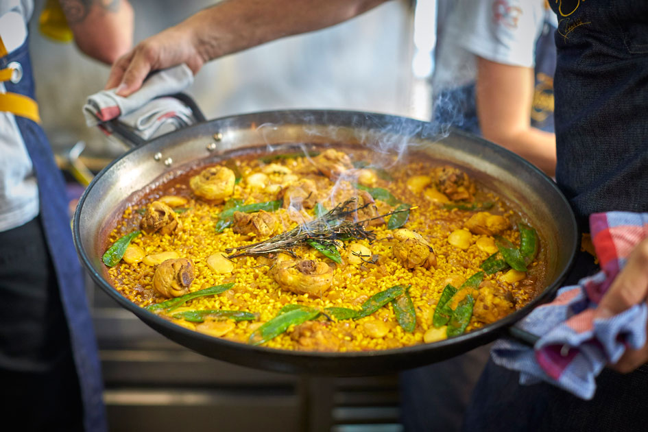 This is how the Valencian paella is made, according to Rodrigo de la Calle